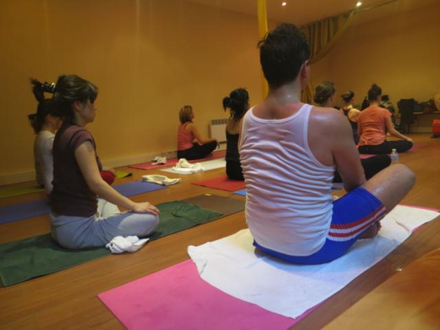 Hot power yoga et méditation : comment clarifier votre esprit ?