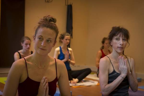 Comment choisir son centre de yoga à Paris et ailleurs ?